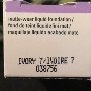 Mary Kay matte wear liquid foundation Ivory 7